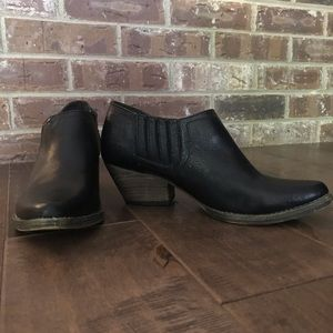 Very Volatile black leather ankle boots Size 6.5